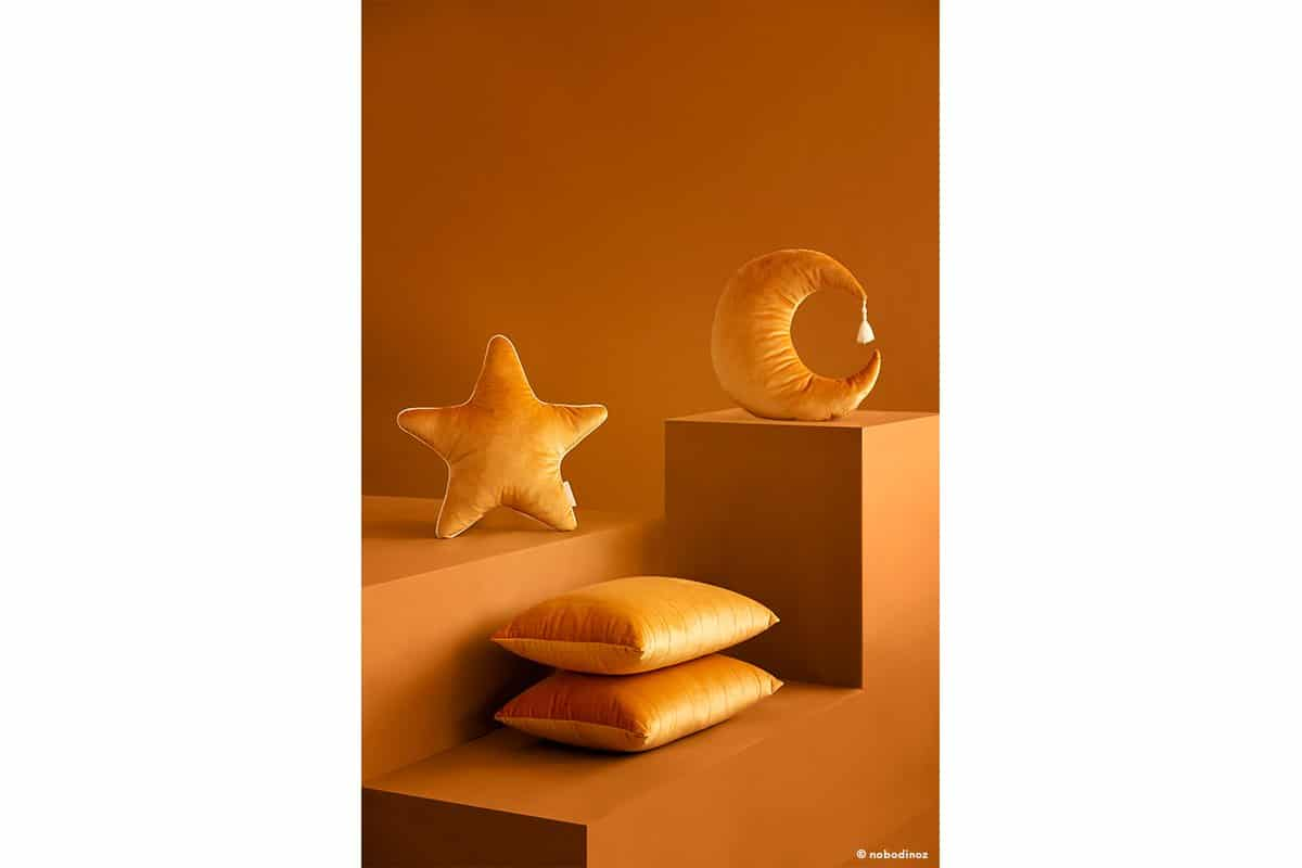 Aristote Star Pierrot Moon Akamba Cushion Coussin Cojin Velvet Savanna Farniente Yellow Nobodinoz 1b