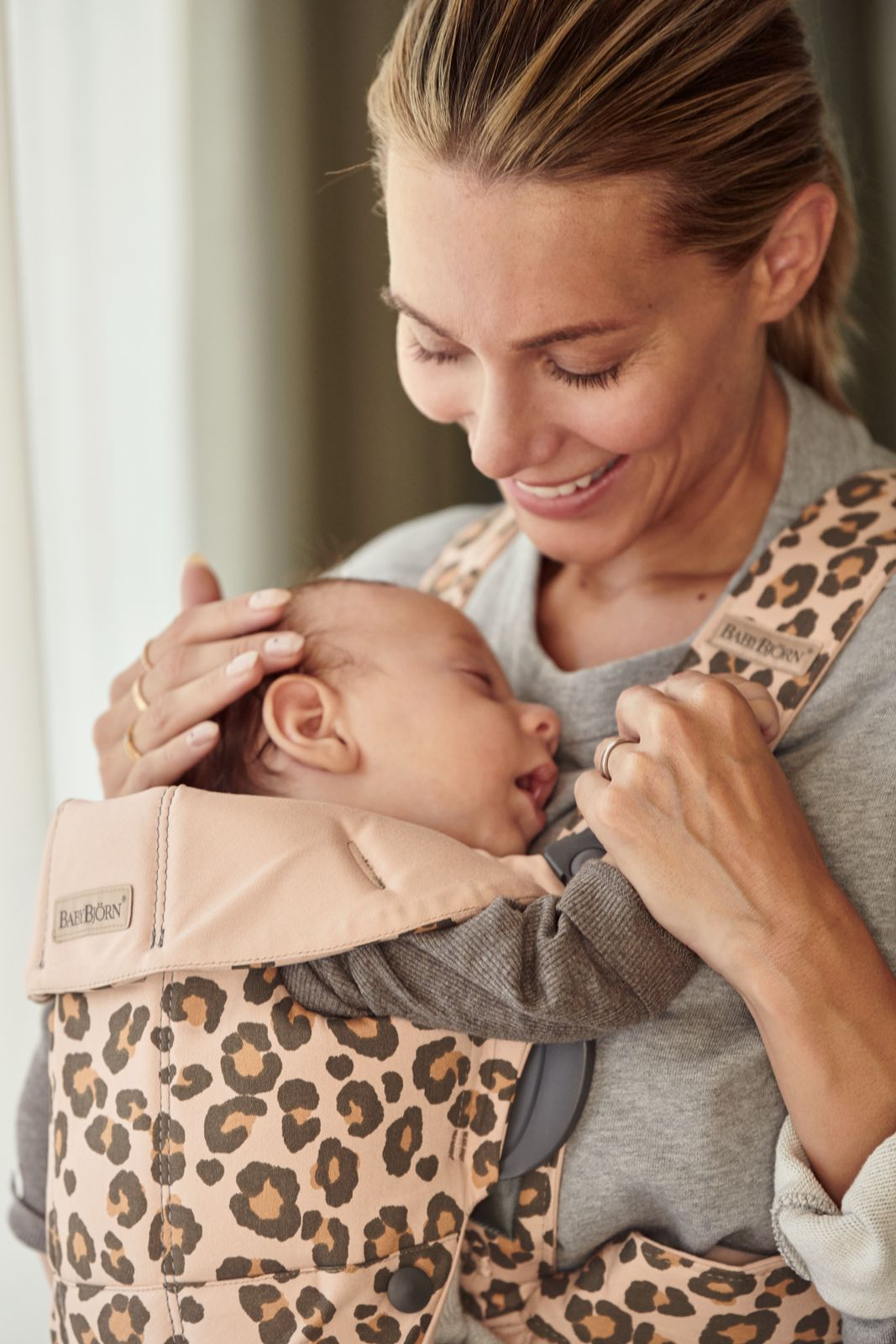 Vyrp13 366021075 Baby Carrier Mini Leo Cotton Lifestyle Babybjorn 22 Medium