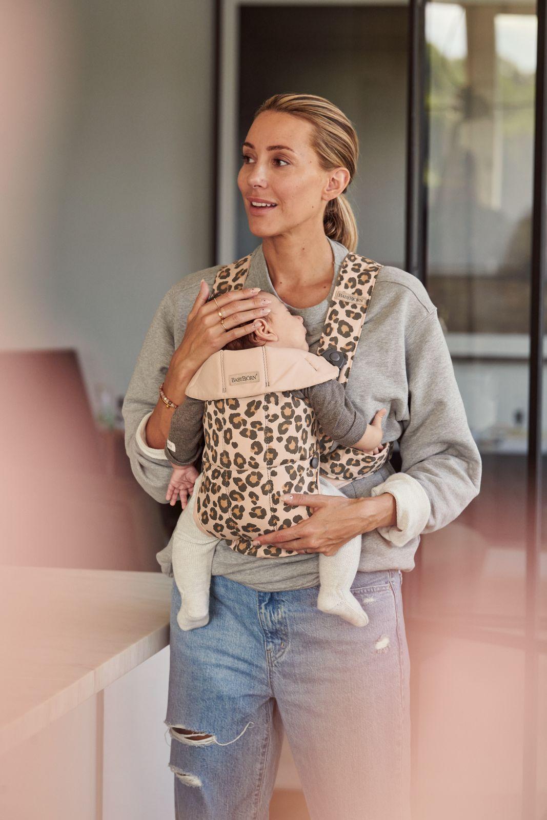 Vyrp14 366021075 Baby Carrier Mini Leo Cotton Lifestyle Babybjorn 19 Medium