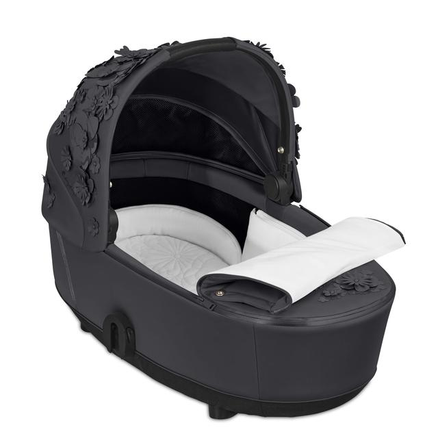 02 CYB 20 MiosLuxCarryCot INT SFLG Y315 SF InsideView Cotton Button Screen HD 640×640